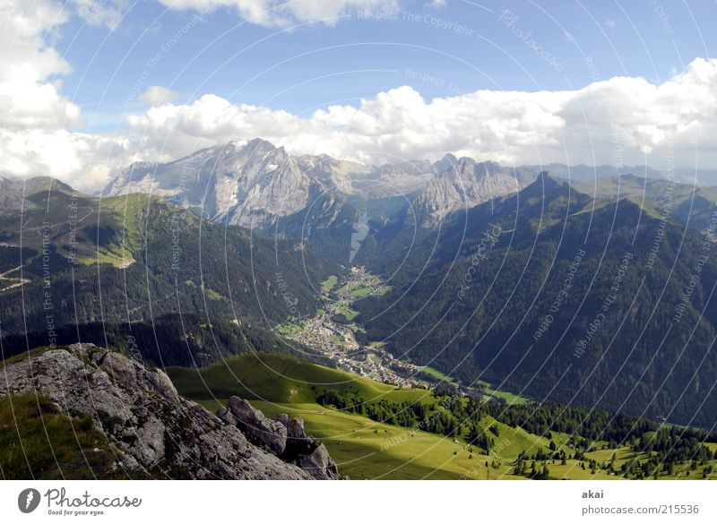 Dolomiten Himmel Natur blau grün Sommer Wolken Ferne Umwelt Landschaft Berge u. Gebirge Freiheit Stimmung ästhetisch Alpen Schönes Wetter Aussicht