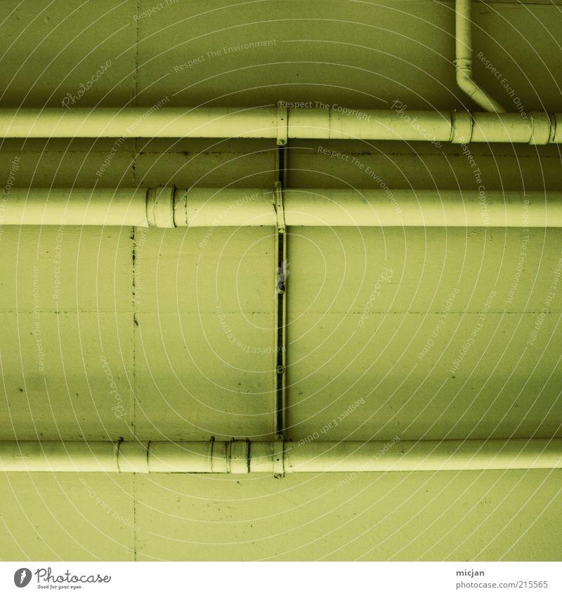 Grand Machine No. 32 | Geometric Connection Gebäude Mauer Wand Netzwerk Röhren Leitung gelb grün einfarbig Decke Metall Schelle Linie parallel Verbindung