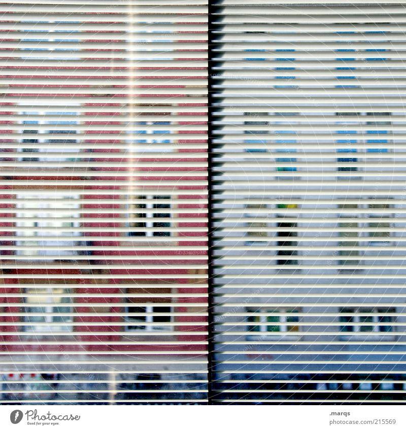 Spy Fenster Gebäude Linie beobachten außergewöhnlich Neugier entdecken Fensterscheibe Interesse Durchblick Überwachung Voyeurismus Jalousie Muster gegenüber