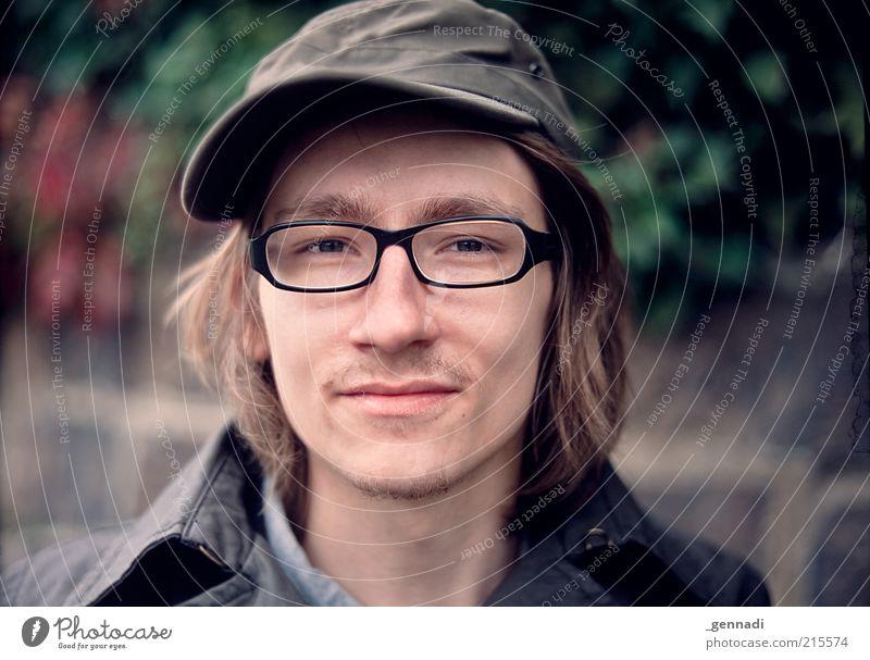 Schau mir in die Augen, Kleines! Lifestyle Mensch maskulin Junger Mann Jugendliche Kopf Gesicht 1 18-30 Jahre Erwachsene Brille Baseballmütze brünett langhaarig