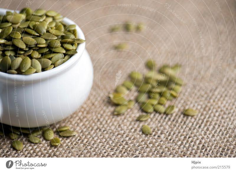 Kürbiskerne (Pepita) Lebensmittel Gemüse Getreide Ernährung Küche Gesundheit grün Farbfoto Innenaufnahme Menschenleer