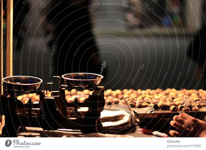 2,57g Maronen bitte Ernährung Fingerfood Asiatische Küche Schalen & Schüsseln Pfanne Altstadt Fußgängerzone verkaufen Duft heiß lecker gelb gold silber Istanbul