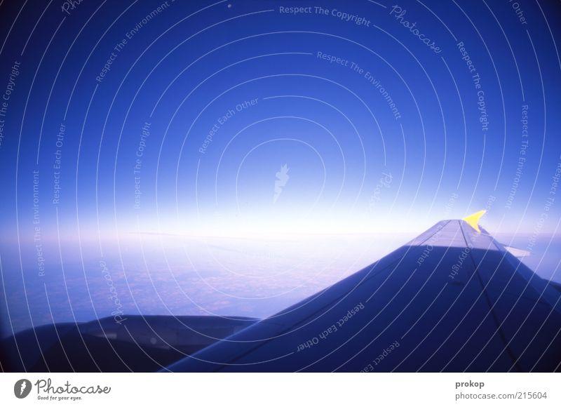 Der Fleck ist der Mond Himmel Wolkenloser Himmel Horizont fliegen Bewegung Farbe Freiheit Ferien & Urlaub & Reisen Unendlichkeit Erde Weltall Zukunft Flugzeug