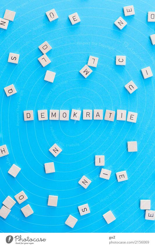 Demokratie Spielen Bildung Schule Studium Schriftzeichen lernen blau Gerechtigkeit Gesellschaft (Soziologie) gleich komplex Politik & Staat Wandel & Veränderung