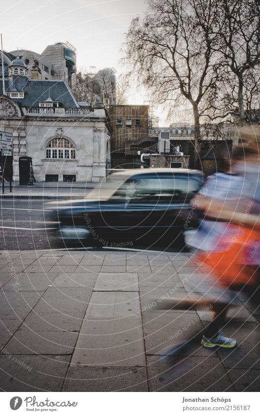 London Speed Stadt Hauptstadt Stadtzentrum überbevölkert fahren laufen Joggen Geschwindigkeit Bewegung Bewegungsunschärfe England Großbritannien rennen