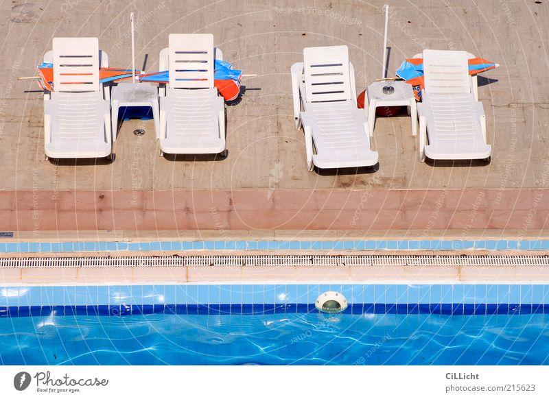 Nebensaison Freizeit & Hobby Ferien & Urlaub & Reisen Tourismus Ausflug Sommerurlaub Sonnenbad Möbel Stuhl Wasser Linie Ferne Heimweh Fernweh Einsamkeit leer