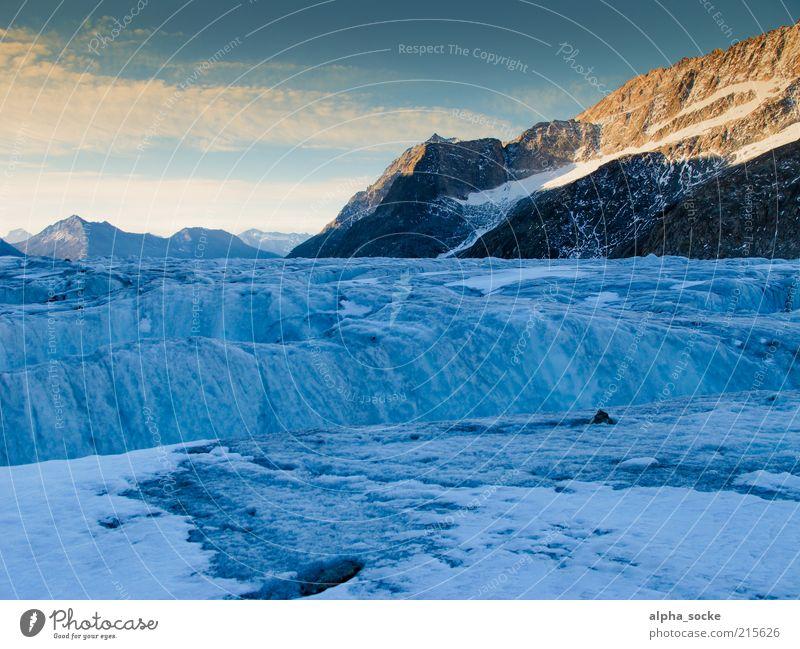 Sonnenaufgang am Aletschgletscher Himmel blau Wolken Einsamkeit kalt Freiheit Berge u. Gebirge Landschaft authentisch einzigartig Wandel & Veränderung