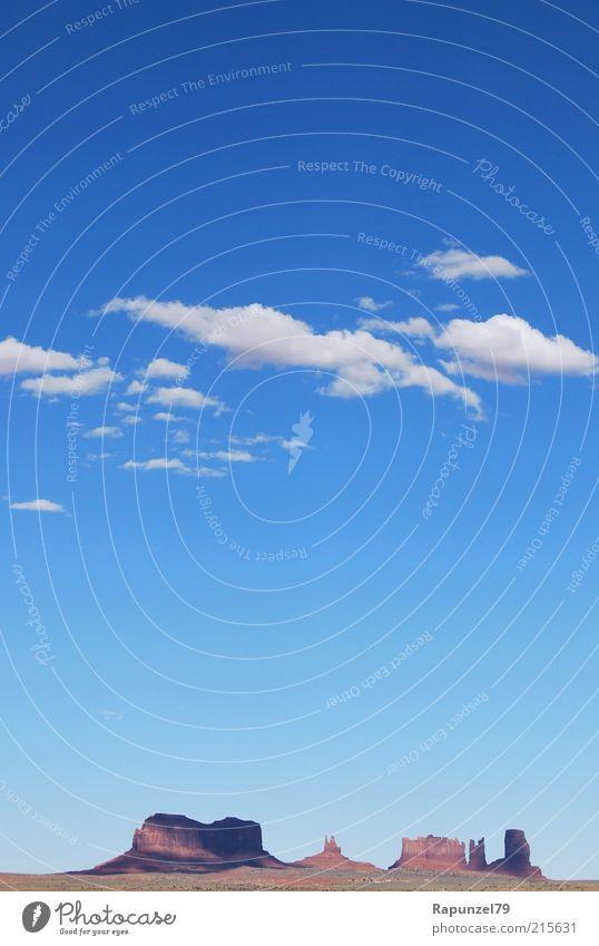 kleines Monument Landschaft Himmel Wolken Schönes Wetter Felsen Schlucht Monument Valley blau braun weiß Fernweh USA Wilder Westen Farbfoto Außenaufnahme Tag
