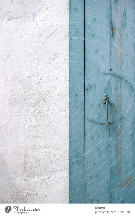Haken am Fensterladen Haus Gebäude Mauer Wand Fassade Holz alt eckig einfach Nostalgie Befestigungshaken Holzfenster Ausschnitt Element Fensterklappen Klappen