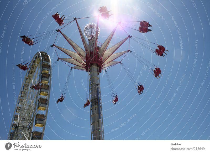 hoch hinaus Ferien & Urlaub & Reisen Ausflug Sommer Sonne Mensch Menschengruppe fliegen genießen hängen schaukeln Geschwindigkeit Freude Glück Fröhlichkeit
