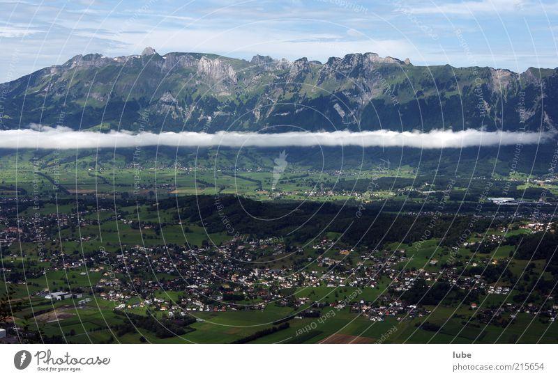 Wolkenreste über Liechtenstein Natur Sommer Haus Berge u. Gebirge Landschaft Wetter Umwelt Felsen Klima Schweiz Alpen Dorf Gipfel Bergkette Landschaftsformen