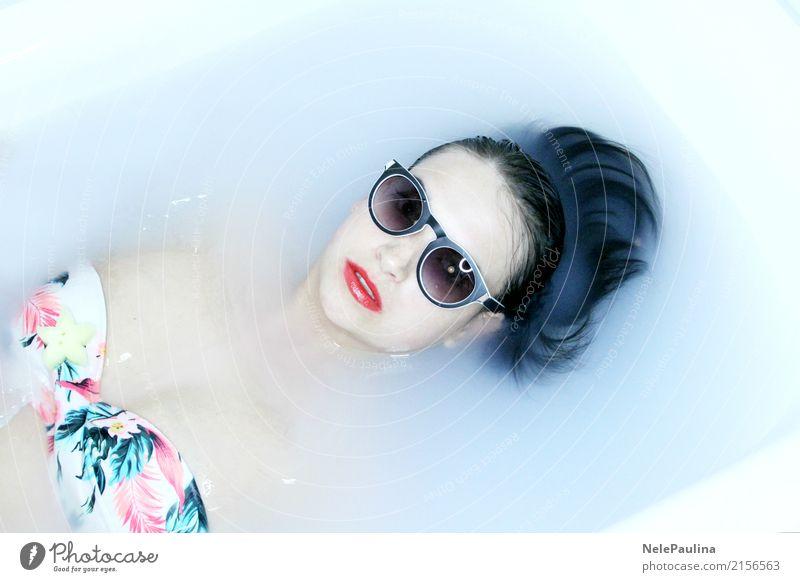 Hawai Girl Lifestyle schön Körper Haare & Frisuren Haut Gesicht Lippenstift Badewanne Junge Frau Jugendliche Kopf Nase Mund Frauenbrust 1 Mensch 18-30 Jahre