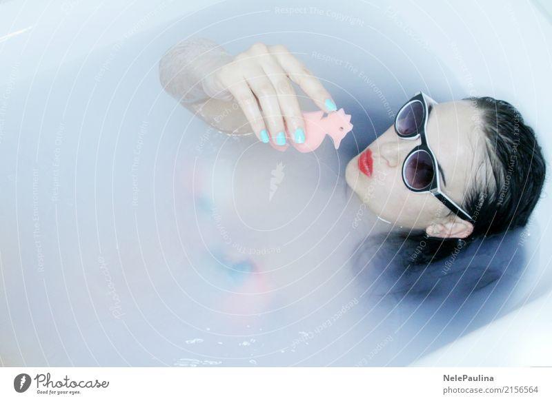 Hawai Girl Lifestyle schön Lippenstift Nagellack Badewanne feminin Junge Frau Jugendliche Haut Kopf Haare & Frisuren 1 Mensch 18-30 Jahre Erwachsene 30-45 Jahre