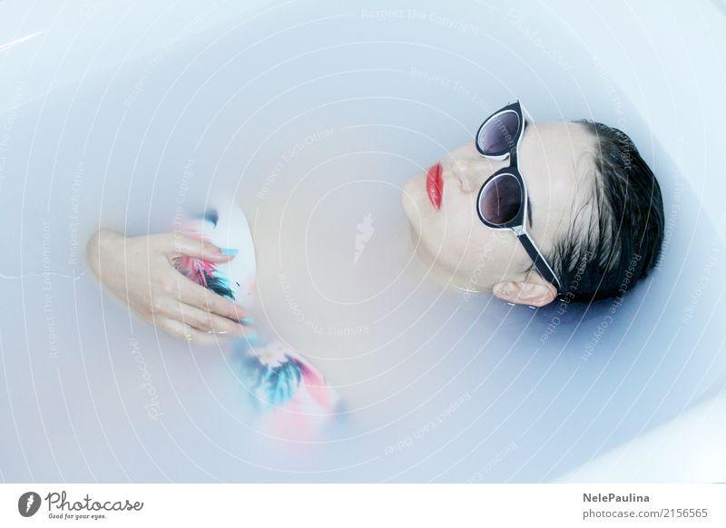 Hawai Girl Lifestyle schön Schminke Lippenstift Badewanne Junge Frau Jugendliche Haut Kopf Haare & Frisuren Gesicht Ohr Nase Mund 1 Mensch 8-13 Jahre Kind