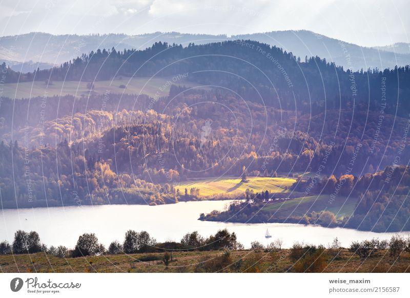 See hinter Ausläufern der Tatra Berge. Herbstsonnenuntergang Himmel Natur Ferien & Urlaub & Reisen blau Sommer Farbe Wasser Baum Landschaft Ferne Wald