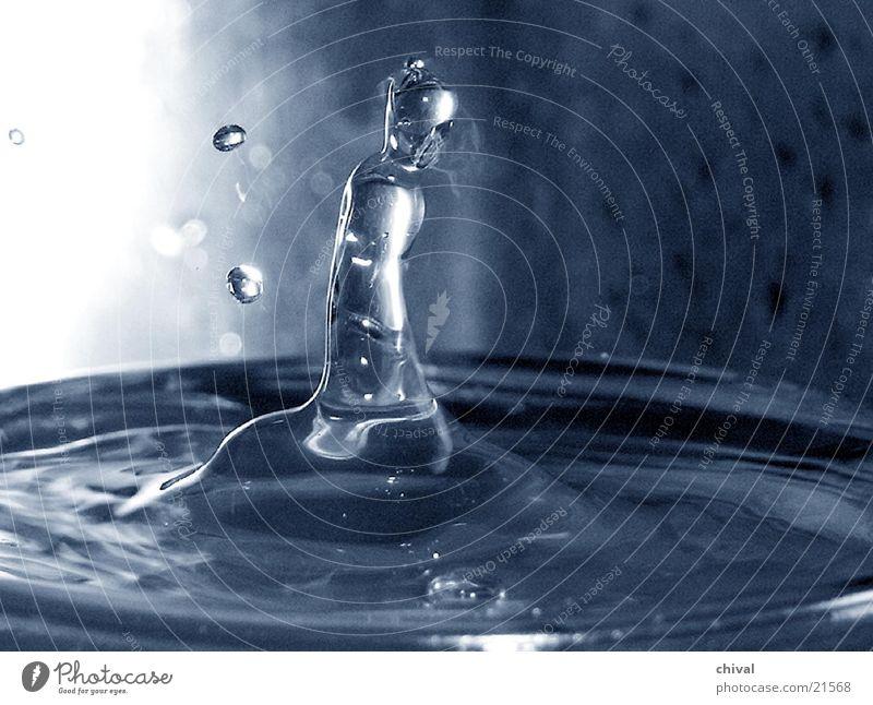 Wasserspiel Wellen Wassertropfen Glas Reflexion & Spiegelung Nahaufnahme