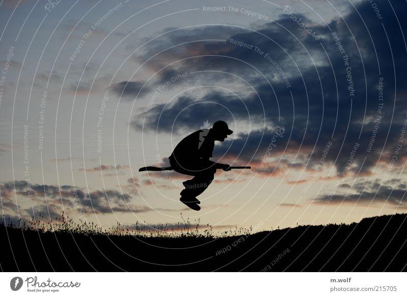 Besenreiter Freude Spielen maskulin 1 Mensch Nachthimmel Sonnenaufgang Sonnenuntergang Personenverkehr Fluggerät Bewegung fliegen dunkel einzigartig rebellisch