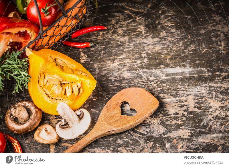 Vegetarisch kochen mit Kürbis und Pilzen Lebensmittel Gemüse Kräuter & Gewürze Ernährung Mittagessen Abendessen Bioprodukte Vegetarische Ernährung Diät Löffel