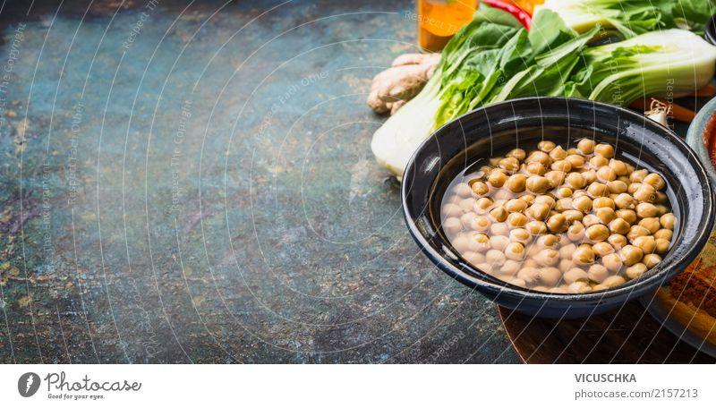 Kichererbsen in Schüssel mit vegetarischen KochenZutaten Lebensmittel Gemüse Getreide Kräuter & Gewürze Ernährung Bioprodukte Vegetarische Ernährung Diät