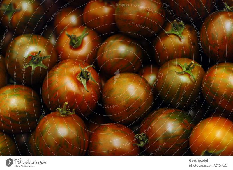 Schwarze Tomaten schwarz Ernährung glänzend Lebensmittel frisch rund Gemüse viele Bioprodukte Licht Vegetarische Ernährung Gesunde Ernährung