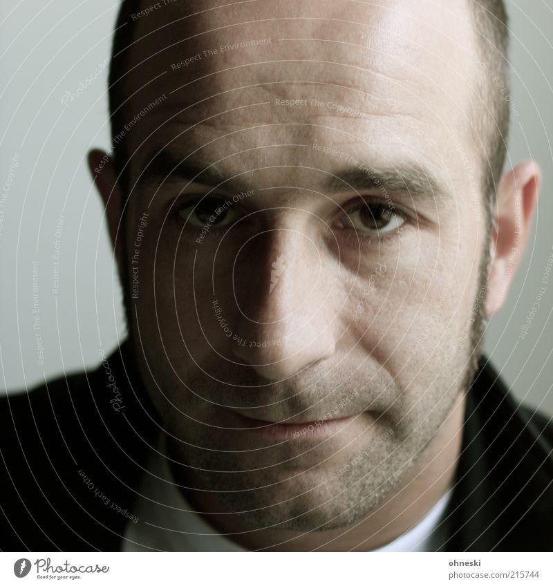 Skepsis Mensch Mann ruhig Erwachsene Gesicht Traurigkeit maskulin Porträt Sorge skeptisch 30-45 Jahre Unlust Misstrauen Schattenseite Skeptiker