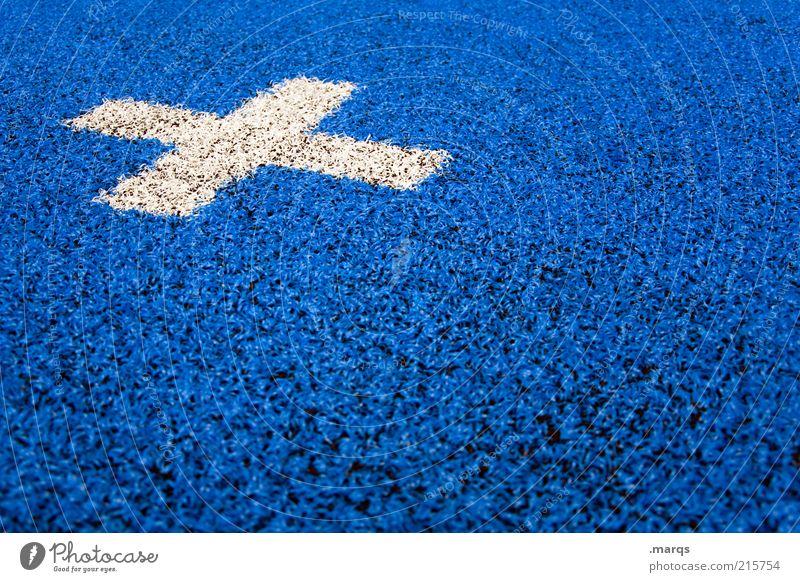 x Design Kunststoff Zeichen Schriftzeichen Schilder & Markierungen einfach blau weiß Farbe Teppich Orientierungspunkt Kreuz Kunstrasen Farbfoto Nahaufnahme