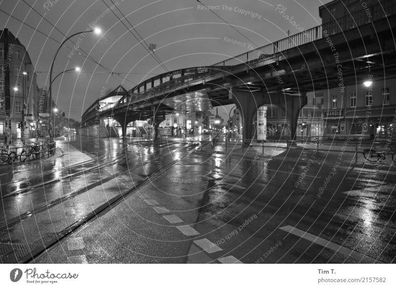 Ecke Schönhauser Berlin Prenzlauer Berg Stadt Hauptstadt Stadtzentrum Altstadt Fußgängerzone Haus Bahnhof Sehenswürdigkeit U-Bahn Viadukt Einsamkeit