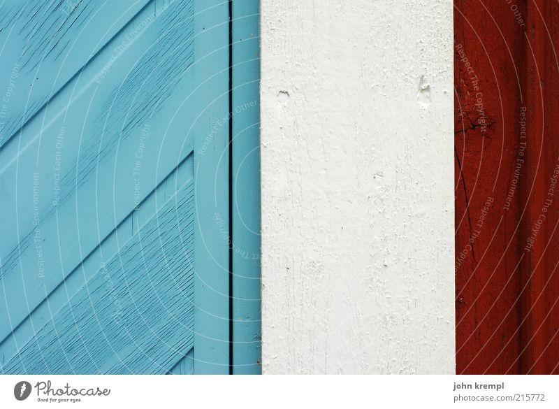 la grande nation Bauwerk Gebäude Garage Mauer Wand Tür Häusliches Leben Freundlichkeit hell schön blau rot weiß Freude Glück Schutz Rechtschaffenheit Tor