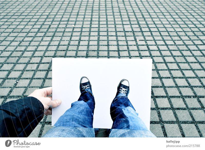 freigestellt Mensch Beine Fuß 1 Raster Täuschung Chucks Jeanshose stoppen Papier DIN A4 Ausdruck Bild Perspektive Ego Farbfoto Gedeckte Farben Außenaufnahme
