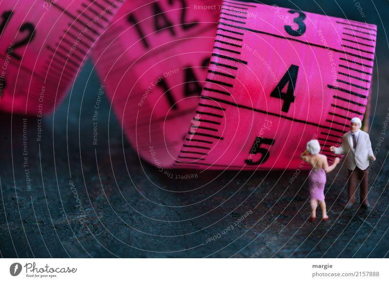 schwungvoll | Abnehmen Mensch maskulin feminin Frau Erwachsene Mann 2 Mode Bekleidung violett Zentimeter Maßband Diät Übergewicht dünn messen Messanzeige
