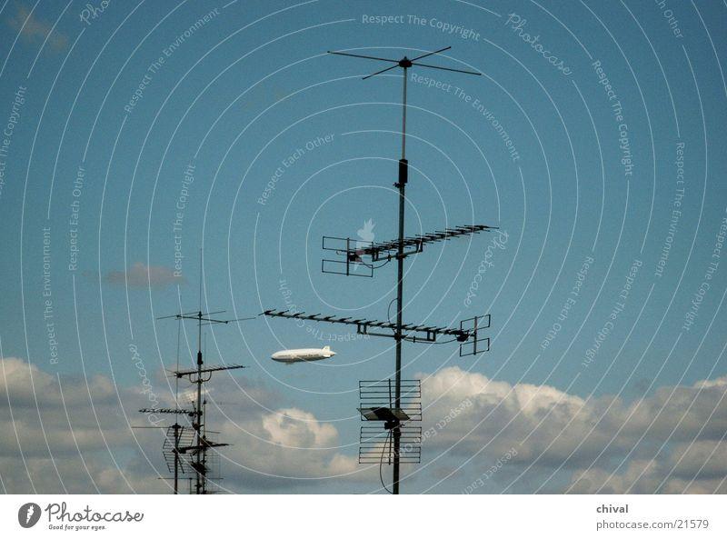 Luftschiff Himmel Wolken Telekommunikation Antenne Zeppelin