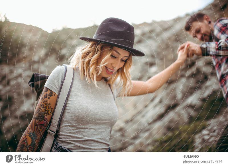 Girlfriend is taking a hike up the mountain Lifestyle Freude Gesicht Gesunde Ernährung sportlich Fitness Freizeit & Hobby Ferien & Urlaub & Reisen Ausflug