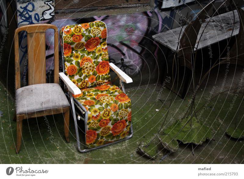 Pausenhof [HH 10.1] grün Erholung rot Haus gelb Wand Leben Mauer Lifestyle Kunst grau braun Wohnung Häusliches Leben Kultur Wandel & Veränderung