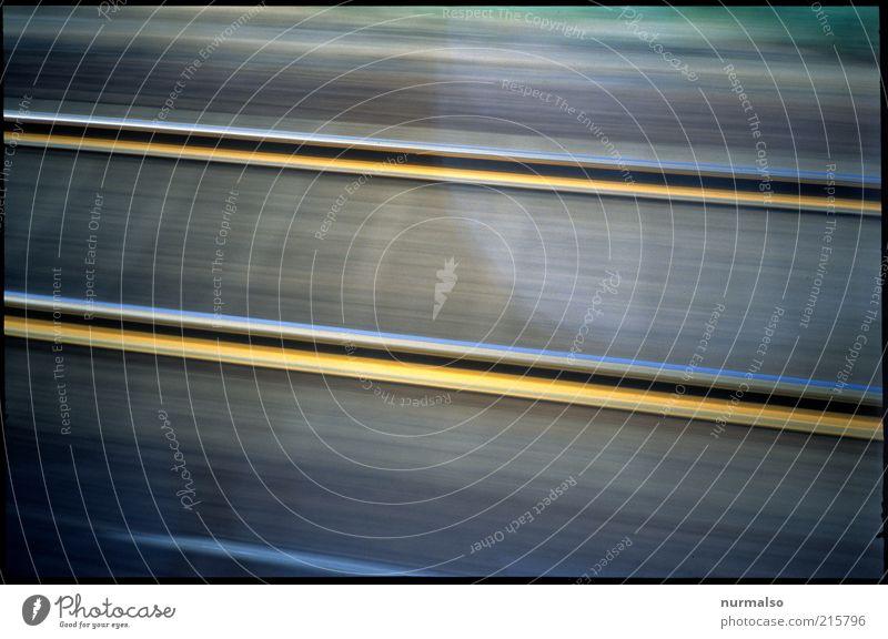 schnell mal analog Ferien & Urlaub & Reisen Ferne Farbe Freiheit Umwelt Ausflug Verkehr Geschwindigkeit Technik & Technologie unten Zeichen Gleise Verkehrswege Mobilität Wiederholung parallel