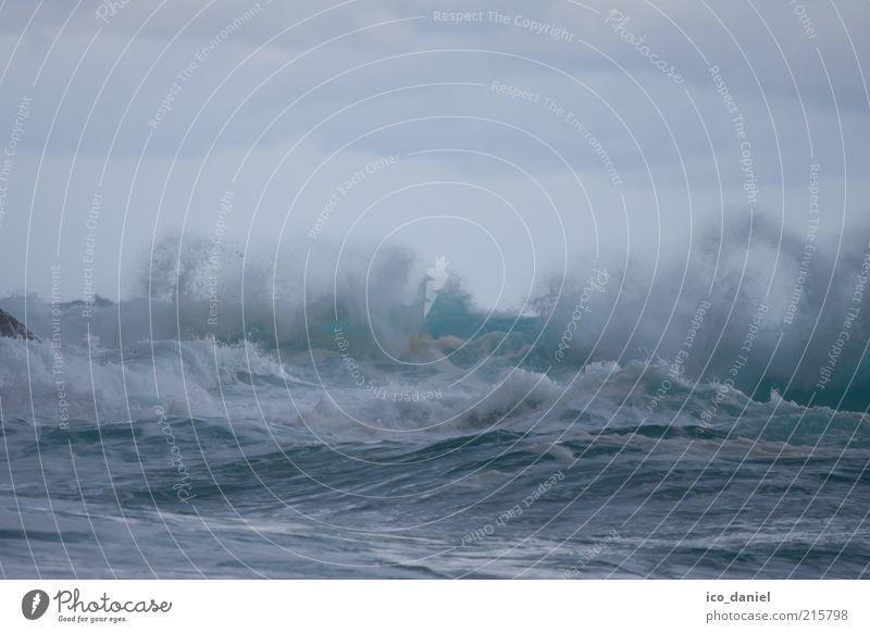 stormy Natur Wasser Himmel weiß Meer blau Wolken kalt Herbst Regen Landschaft Kraft Küste Wellen Wind