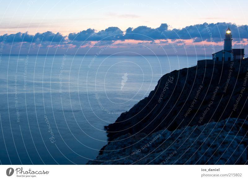 zur Morgenstunde... Himmel Natur Wasser Meer Wolken Ferne Haus Landschaft Gebäude Horizont Felsen Insel ästhetisch Europa Urelemente Bauwerk