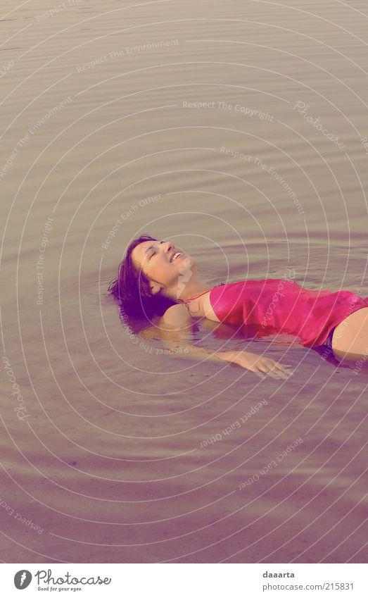 Morgenschwimmen Sommer feminin Junge Frau Jugendliche 1 Mensch 18-30 Jahre Erwachsene Natur Wasser Sonne Sonnenaufgang Sonnenuntergang Sonnenlicht
