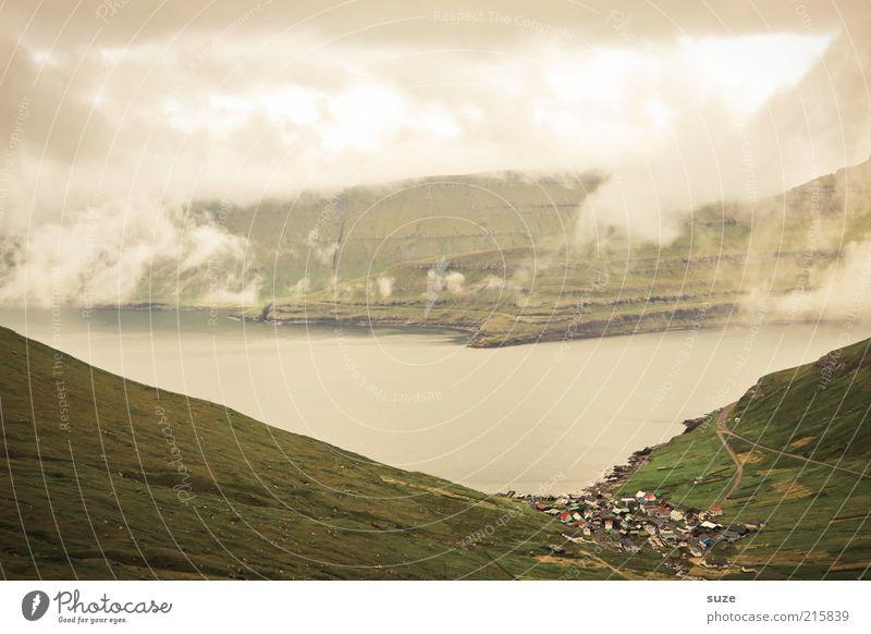 Färöer Natur Wasser Ferien & Urlaub & Reisen Wolken Einsamkeit Ferne Wiese Berge u. Gebirge Landschaft Stimmung Küste Nebel Wetter Umwelt Felsen Tourismus