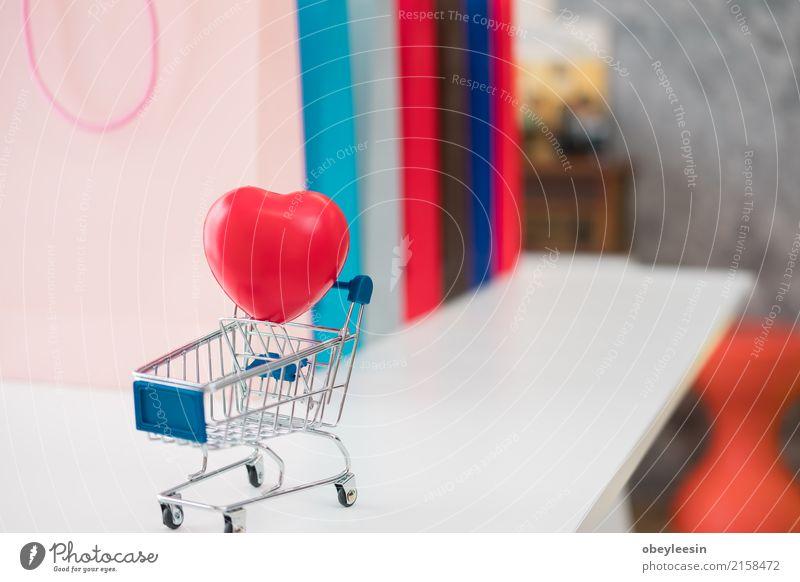Verkauf, Konsum, Werbung und Einzelhandelskonzept Frau Jugendliche Weihnachten & Advent weiß Hand rot Erwachsene Straße Glück Business Mode Menschengruppe