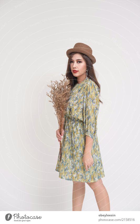 Schöne junge asiatische Frau Lifestyle elegant Stil Glück schön Ferien & Urlaub & Reisen Sommer Fotokamera Technik & Technologie Erwachsene Mode Kleid alt