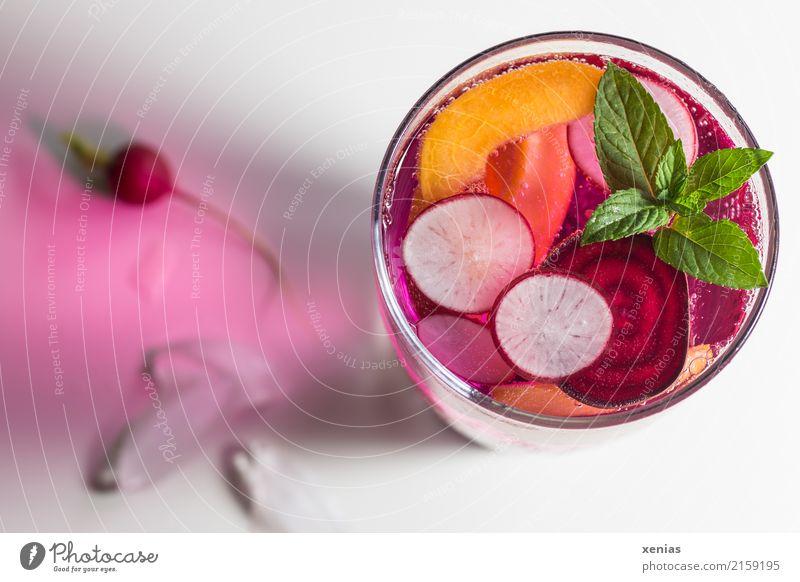 Vitaminwasser mit Radieschen, rote Beete, Nektarine und Minze Getränk Frucht Kräuter & Gewürze Rote Beete Eiswürfel Bioprodukte Vegetarische Ernährung Diät