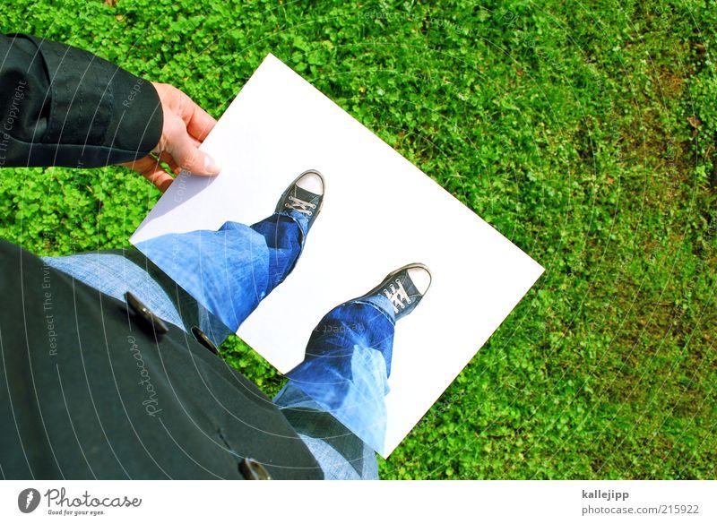 summer-winter games Lifestyle Freizeit & Hobby Mensch Hand Finger Beine Fuß 1 Sommer Wiese Blick Rasen Chucks Trick Täuschung spaßig Farbfoto mehrfarbig