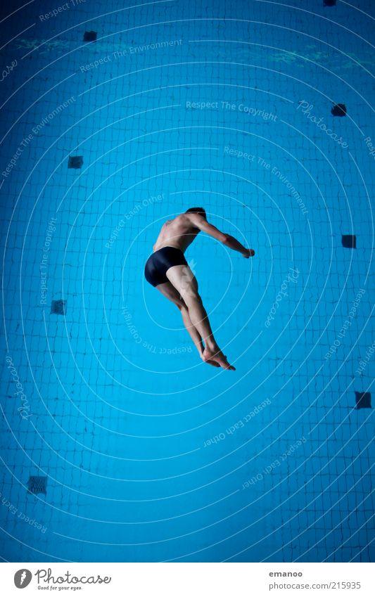 wasser.mann.II. Mensch Jugendliche blau Wasser Freude Erwachsene kalt Sport Freiheit Bewegung springen Körper Freizeit & Hobby fliegen Schwimmen & Baden maskulin