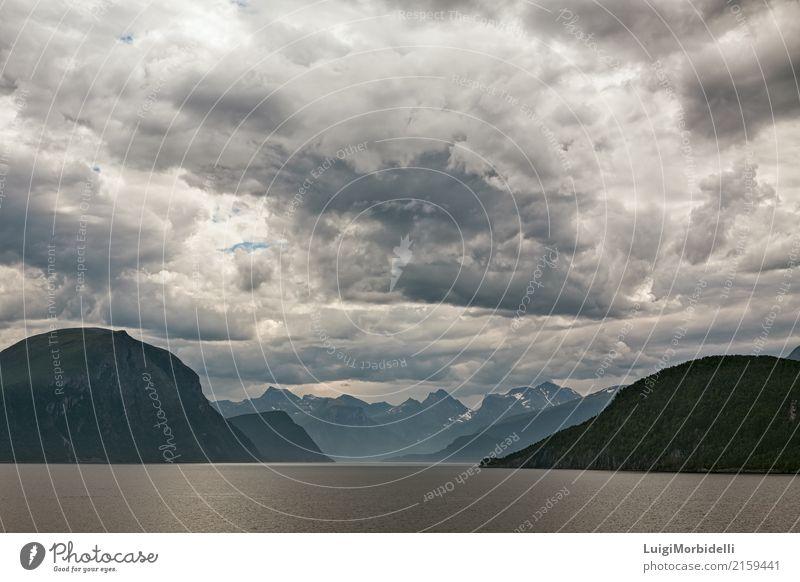 Entlang dem Romsdalsfjorden nahe Andalsnes, Norwegen Ferien & Urlaub & Reisen Tourismus Ausflug Sommer Meer Berge u. Gebirge Natur Landschaft Himmel Wolken
