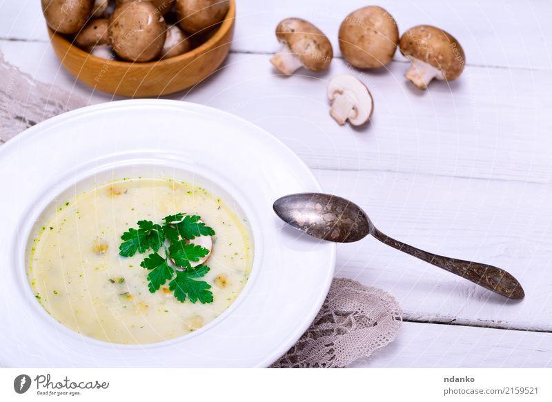 Cremepilzsuppe aus frischen Champignons weiß Holz braun oben Frucht Gemüse heiß dick Pilz Teller Abendessen Scheibe Vegetarische Ernährung Diät Löffel