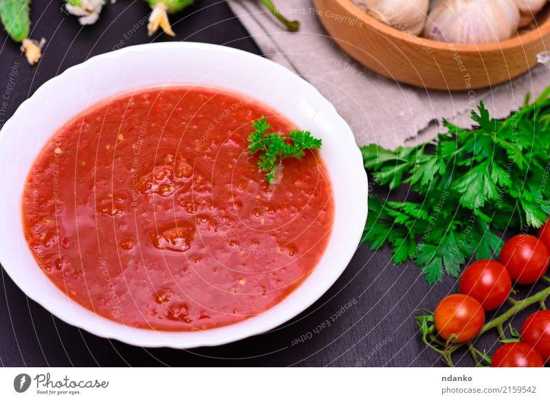 kalte Tomatensuppe Gazpacho grün weiß rot Holz Ernährung frisch Tisch Kräuter & Gewürze Küche lecker Gemüse Ernte Tradition dick Teller Abendessen