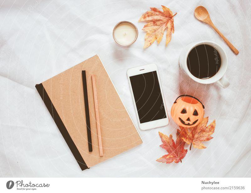 Herbst- und Halloween-Konzept weiß Blatt Wärme Lifestyle Stil Kunst Mode Design modern Dekoration & Verzierung Technik & Technologie Aussicht Kreativität Kaffee