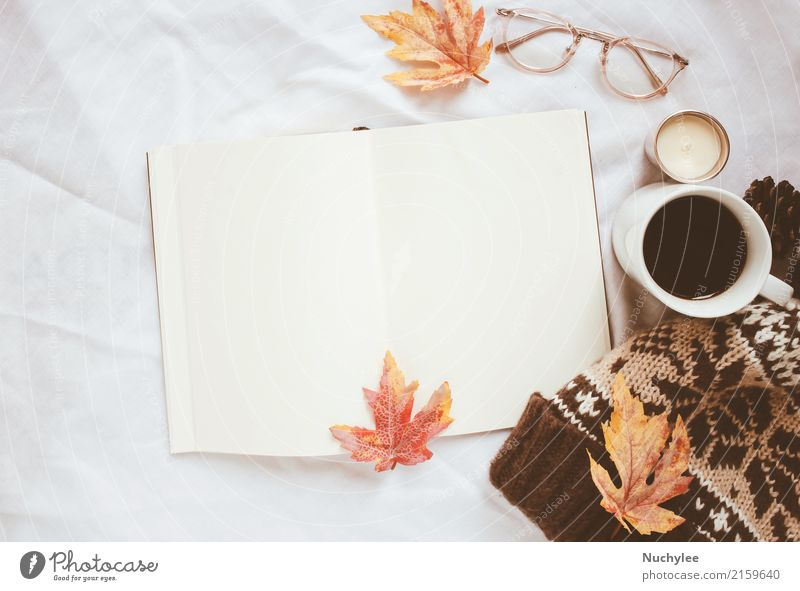 Herbst Lifestyle-Konzept Kaffee Stil Design Dekoration & Verzierung Erntedankfest Handwerk Kunst Buch Wärme Blatt Mode Brille Hut Papier Kerze modern weiß