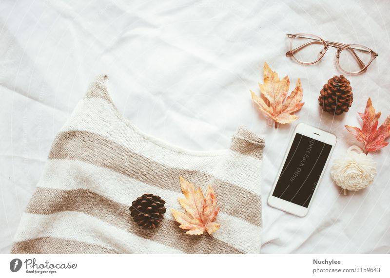 Herbst Mode-Stil-Konzept weiß Blatt Wärme Lifestyle Kunst Design modern Dekoration & Verzierung Technik & Technologie Aussicht Kreativität Brille Kaffee