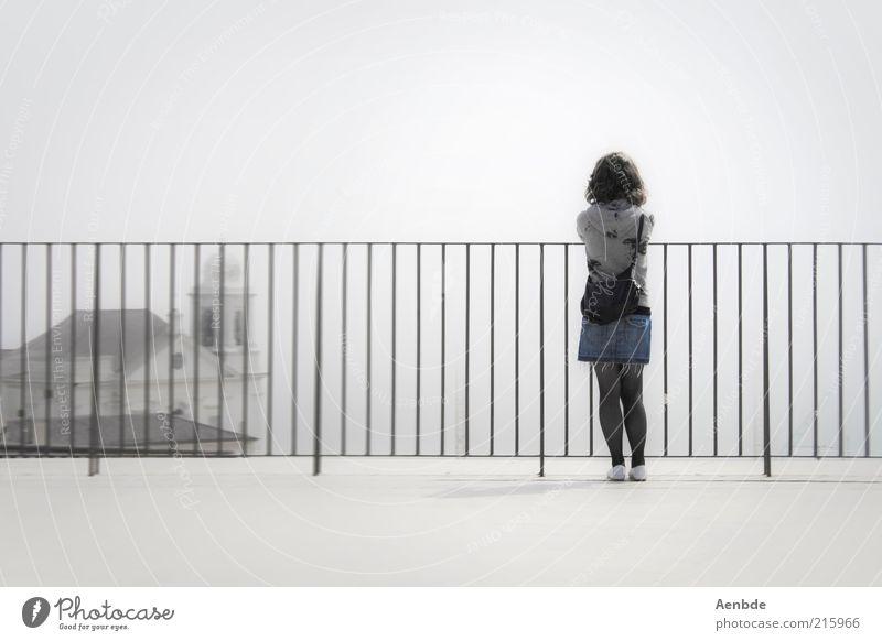dreaming Mensch Jugendliche Himmel weiß ruhig Einsamkeit feminin grau Denken Stimmung hell Erwachsene Nebel Kirche beobachten Unendlichkeit